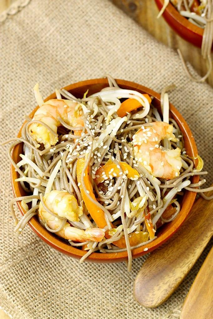Cold Sesame Ginger Soba Noodle Salad with Shrimp // thehealthymaven.com