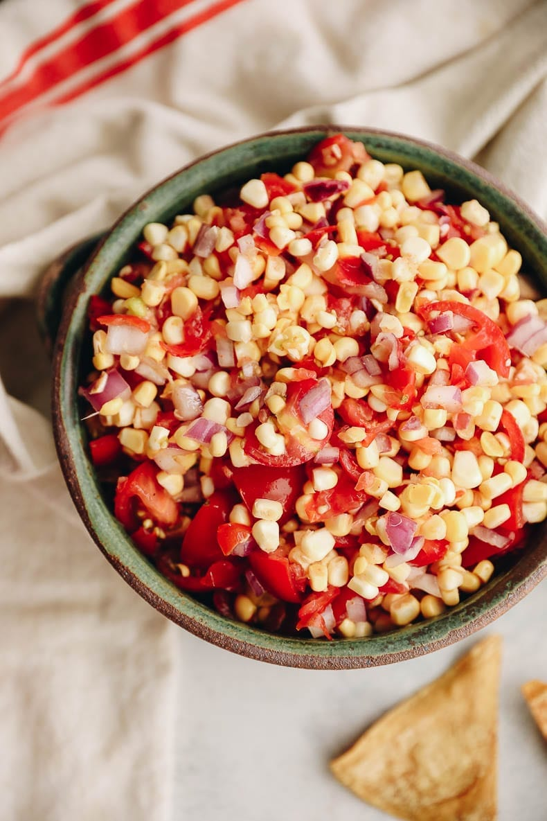 Summer is here with this fresh corn salsa recipe that can be made in just 10 minutes! #cornsalsa