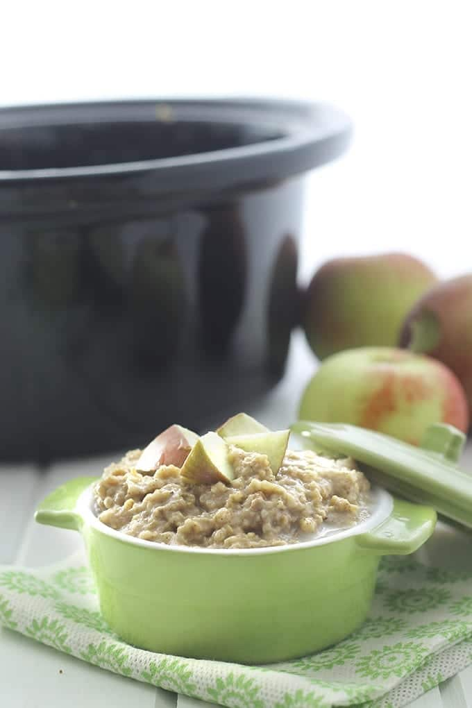Slow-Cooker Apple Pie Steel-Cut Oatmeal - an easy breakfast made from wholesome ingredients but tastes like apple pie! // thehealthymaven.com