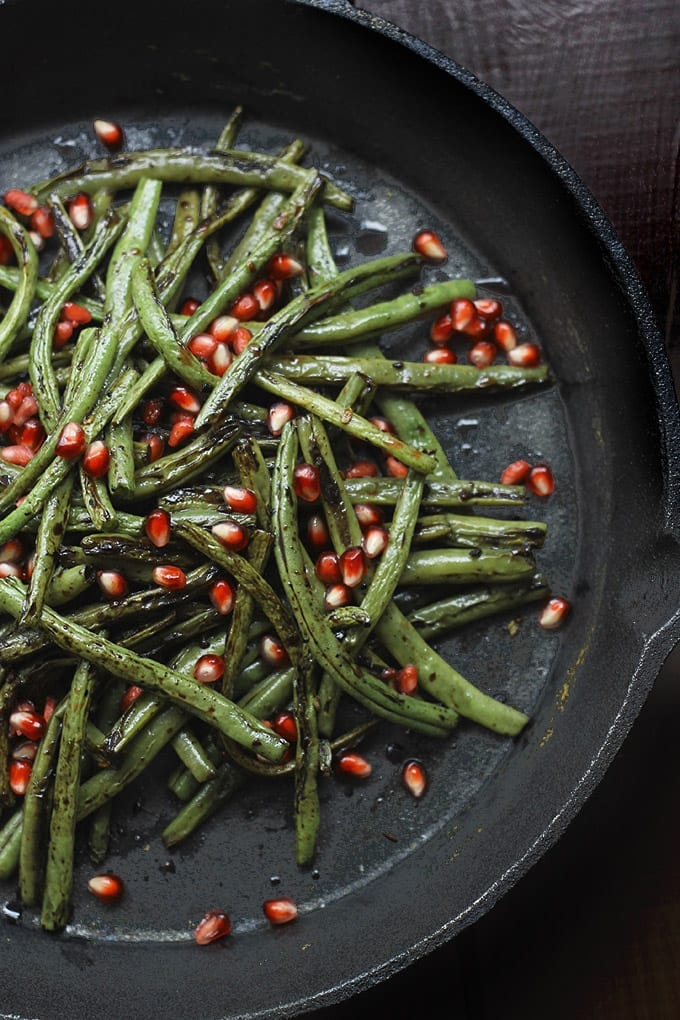 Charred Green Beans with Garlic and Pomegranate Seeds - a delicious side dish ready in 10 minutes! with the roasted flavour of the green beans and the sweetness of the pomegranate seeds!