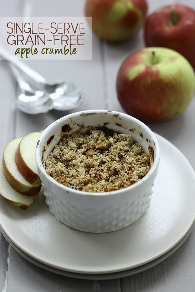 Single-Serve Grain-Free Apple Crumble - a delicious and #grainfree dessert for ONE! #healthy #recipe