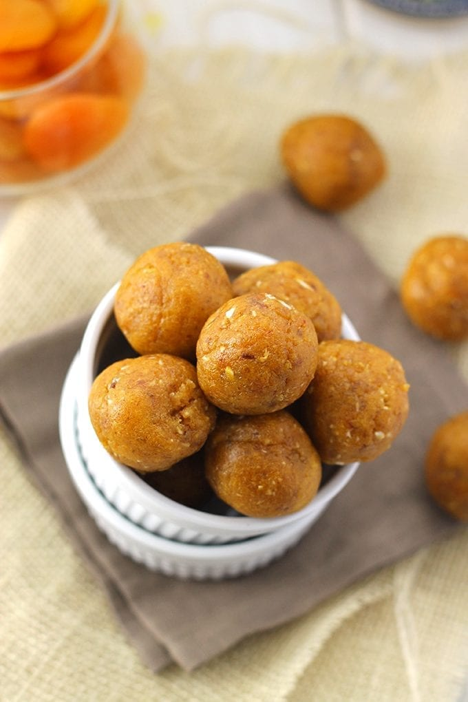 Made with dried apricots, sunflower seeds and tahini paste, these Apricot and Seed Energy Balls will give you the power boost you need to stay active throughout your day. A perfect sweet and salty nut-free snack!
