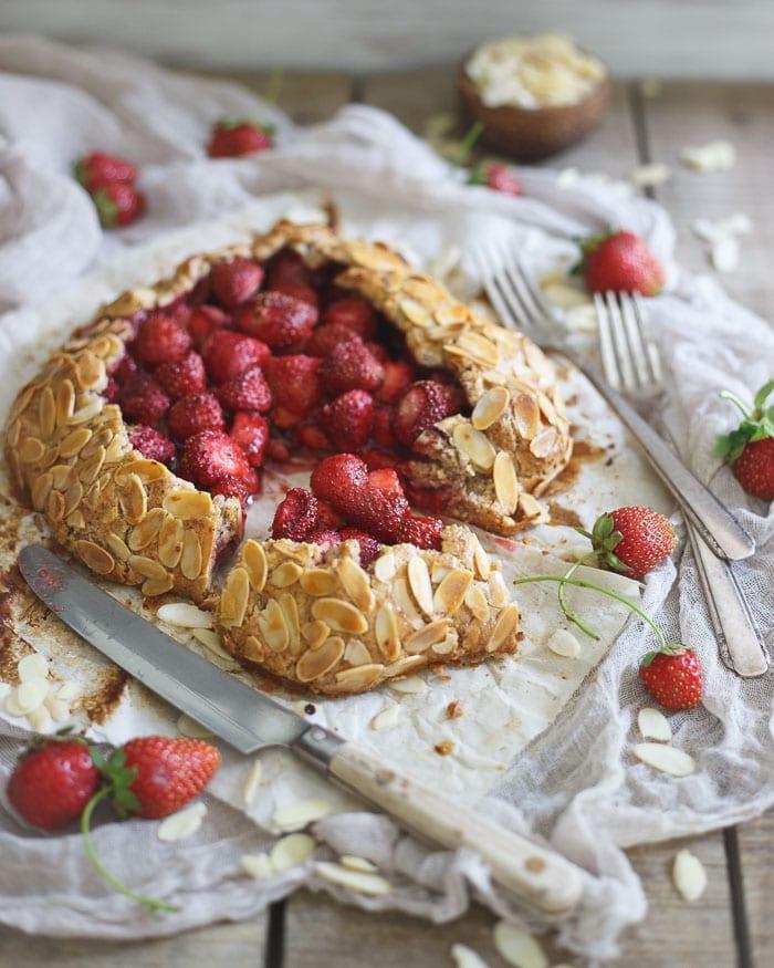 Blueberry Hazelnut Crumb Bars + 5 Healthy Summer Berry Desserts!