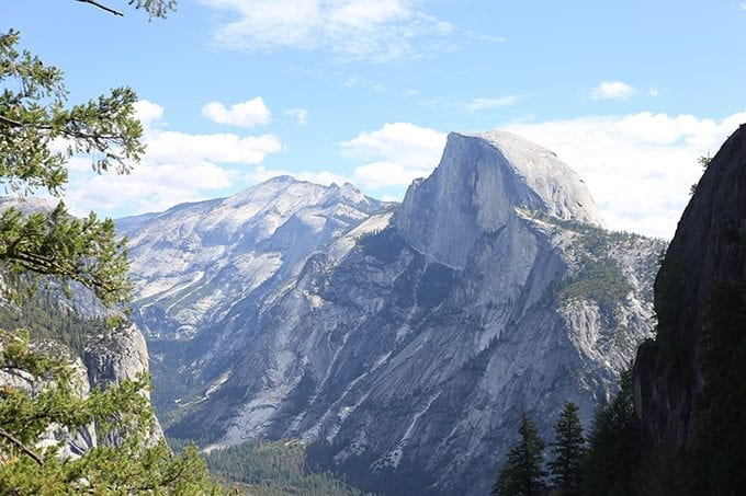 A complete travel guide to travelling in Yosemite National Park. From where to stay, go and eat this Yosemite National Park Travel Guide will make your trip a breeze.