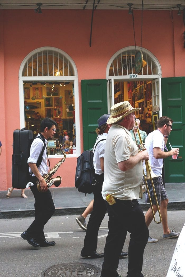 Planning a visit to New Orleans? Here's a full breakdown of where to stay, what to do and where to eat for your 72 hours in NOLA! A trip of a lifetime you won't soon forget.