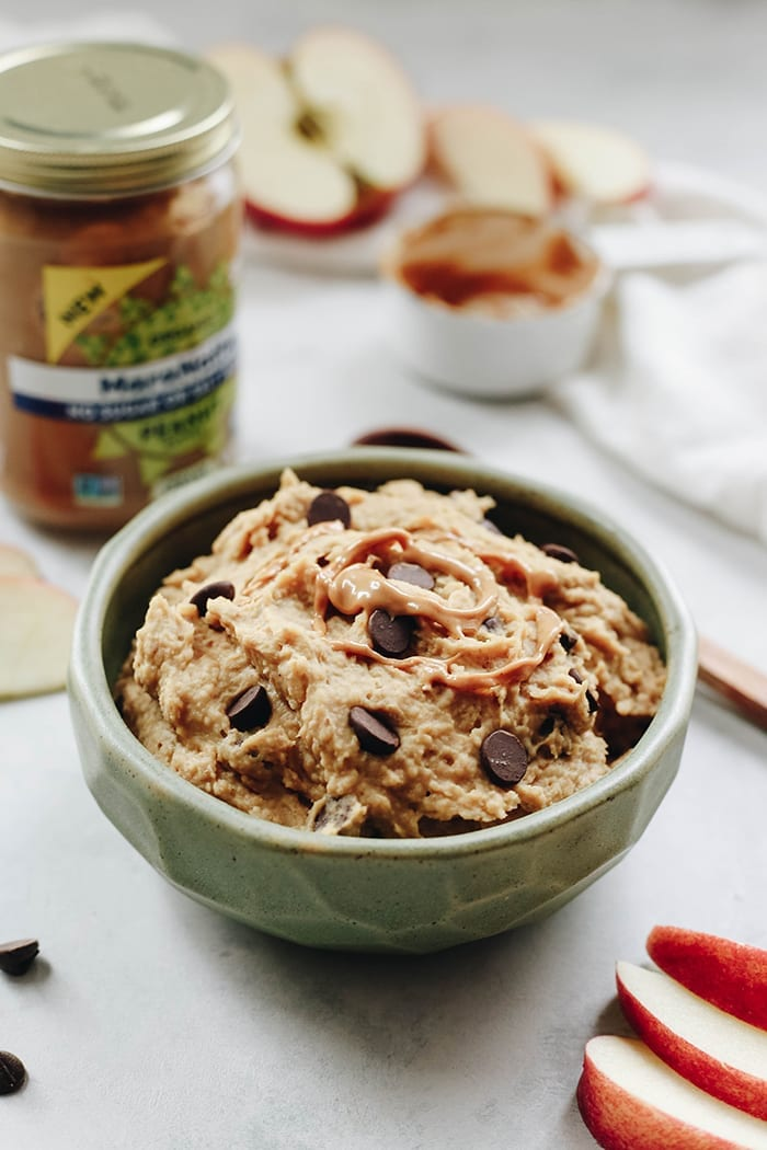 Have that craving for raw cookie dough, but want to keep things healthy? This Edible Peanut Butter Cookie Dough is raw, vegan, gluten-free and refined sugar-free but still tastes amazing. And it's ready in 5 minutes!