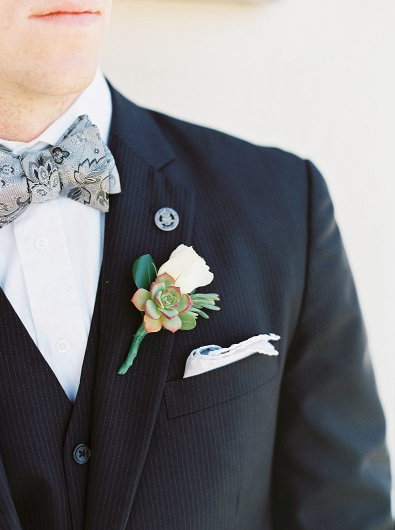 DIY Wedding Succulent Boutonniere // #wedding #weedinginspiration