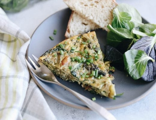 This caramelized onion broccoli and spinach frittata is a healthy breakfast option for your body and the planet.