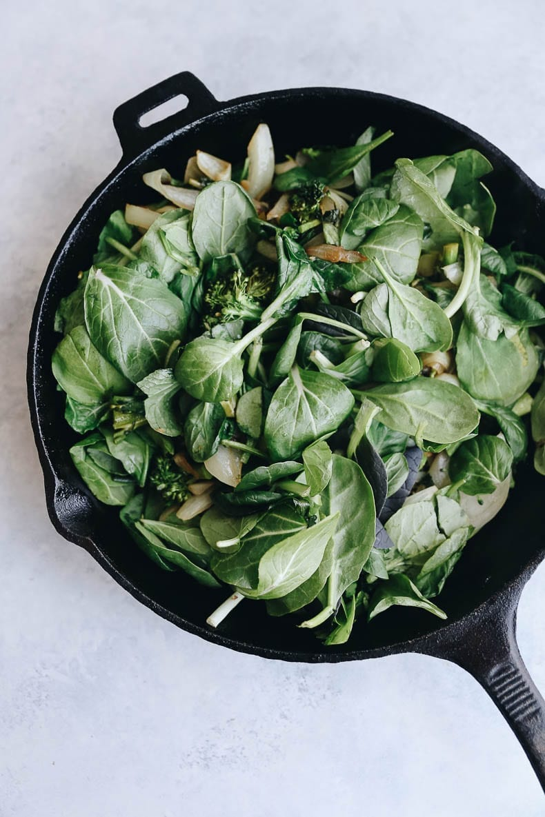 Gorgeous greens in this caramelized onion broccoli and spinach frittata for a healthy breakfast option