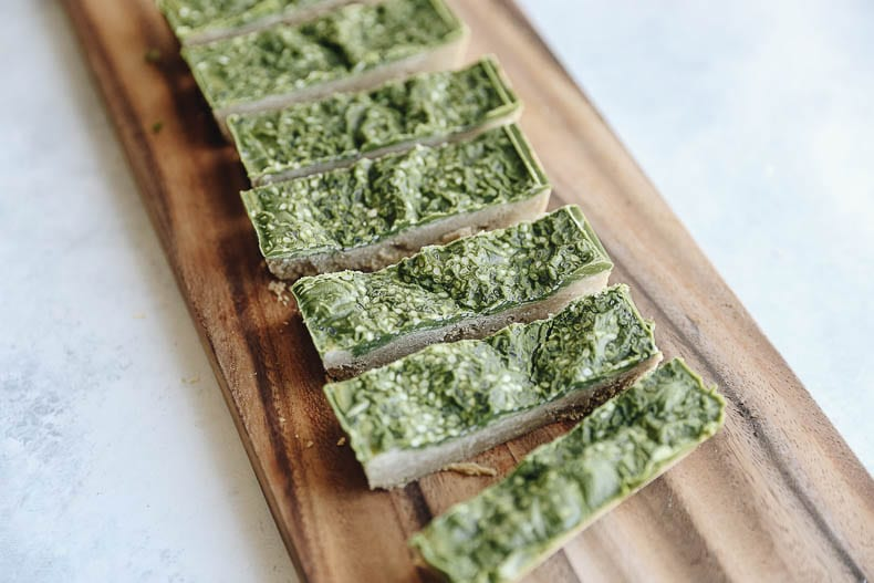 Matcha Protein Bar Recipe for a healthy, plant-based and energizing snack!
