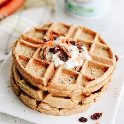 Healthy Carrot Cake Waffles for a sweet treat when you wake up! #healthy #waffles