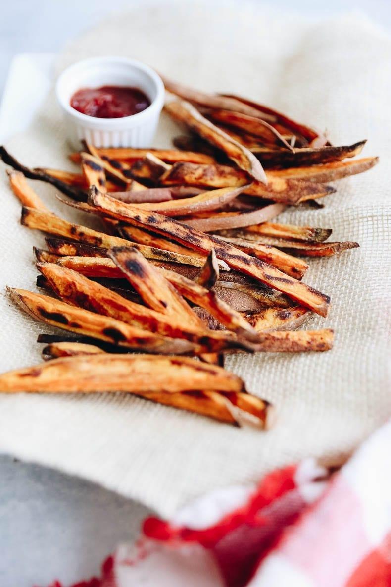 How to Make the perfect BAKED crispy sweet potato fries! #sweetpotato #fries
